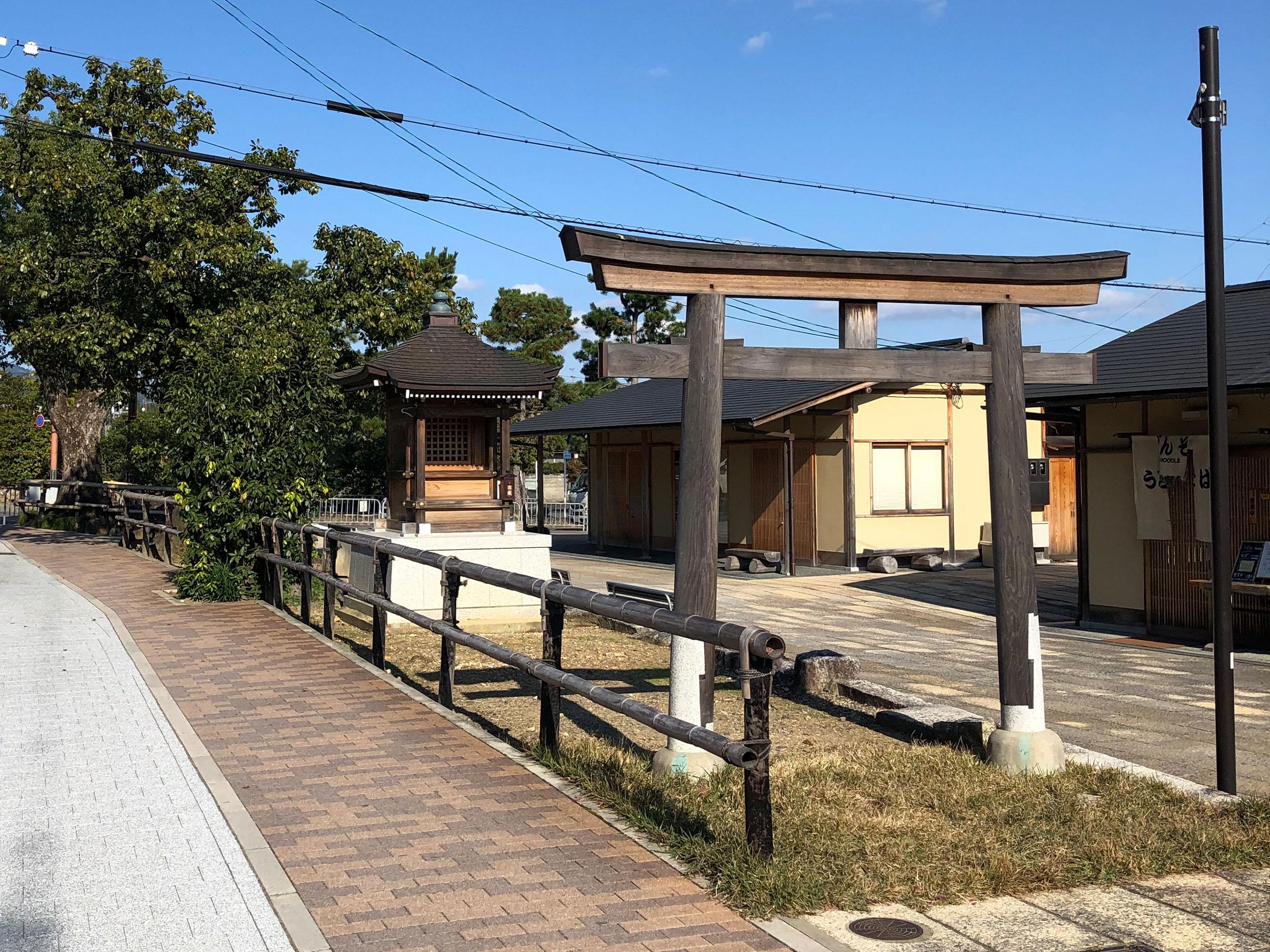 金閣寺前歩道